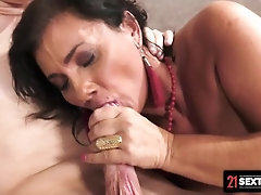 21Sextreme GILF Arwen Insists On Providing A White pearly Jizz-Filled Deep throat