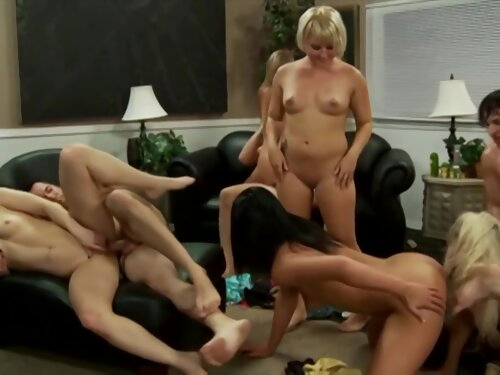 1080p Noisily In Loung With Beautiful Bellowing