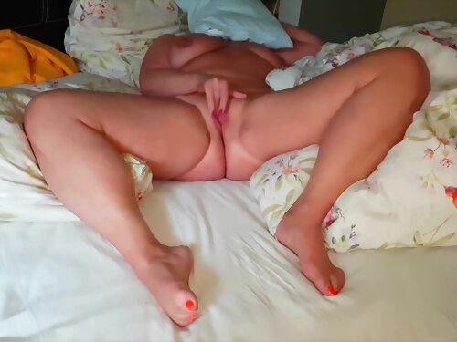 Amateur Hot Wife Masturbation And Strong Orgasm!