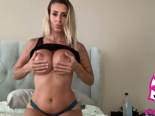 Squirting Babe Fucks Pussy With Her New Toys - Brooke Foxxx - Amateur