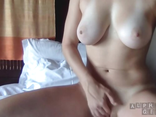 Horny Girl Shows Perfect Tits And Pussy On Facetime Webcam For Boyfriend