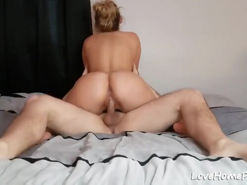 Blonde Amateur Girl Flashes As